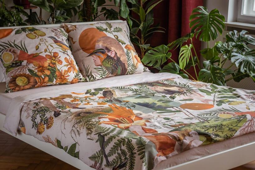 pościel wkwieciste wzory na pościeli oraz poduszki ztym samym motywem.