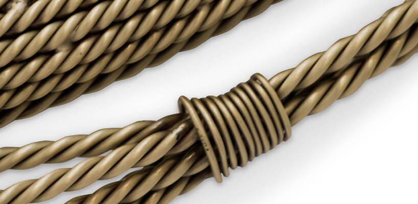 metalowe plecione elementy zlekką patyną