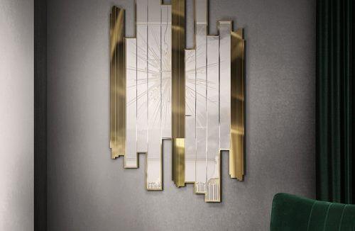 lustro z pionowych tafli szkła i metalu na szarej ścianie