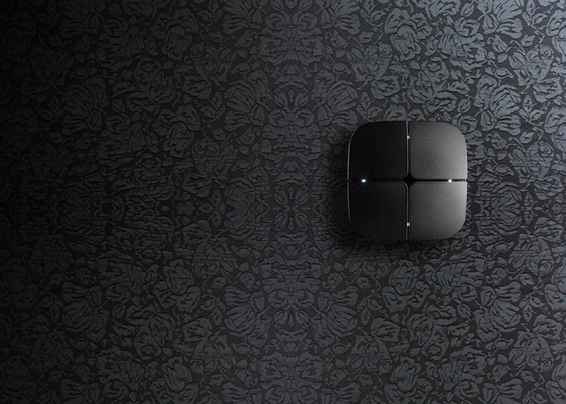 czarny elegancki włącznik na czarnej ścianie