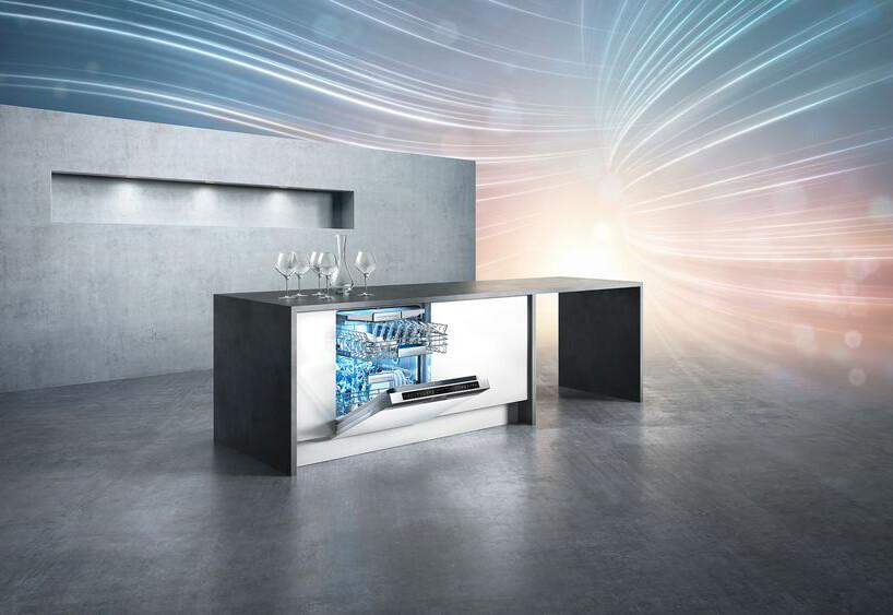 prezentacja nowoczesnej zmywarki Siemens wszarej wyspie kuchennej