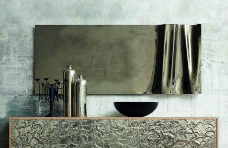 wyjątkowe lustro z częściowo falowanej blachy od J&J glass & design