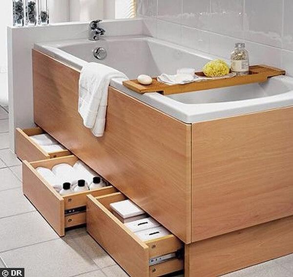 drewniana zabudowana wanny zszufladami