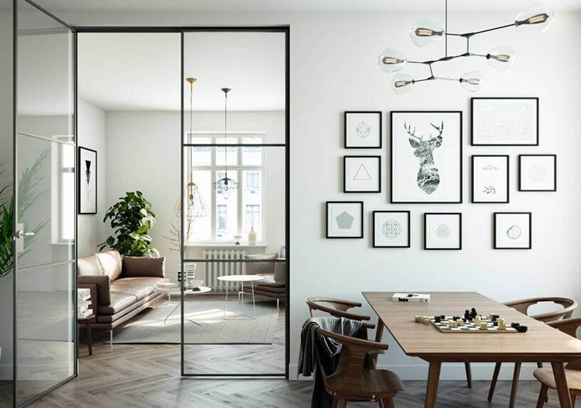 białe wnętrze ze stołem ikrzesłami zdużymi przeszklonymi drzwiami