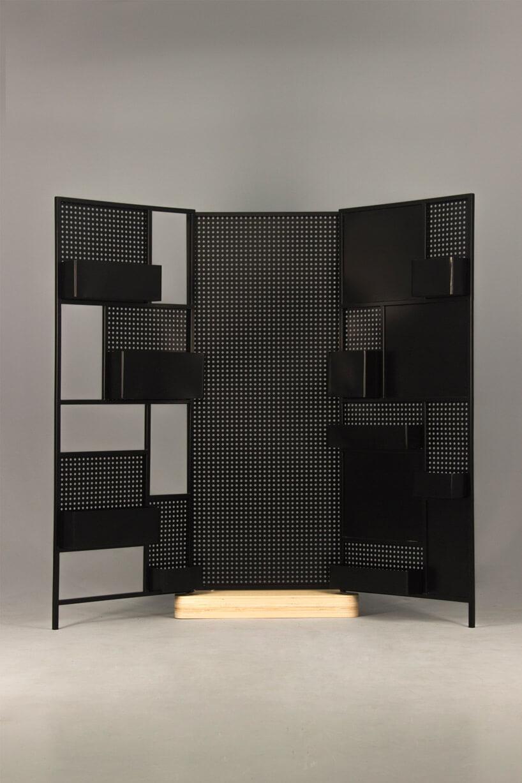 czarna metalowa ścianka zdziurkami