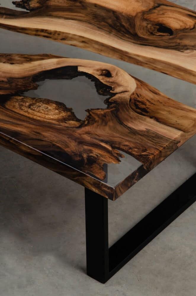 zbliżenie na stół drewna zżywicą epoksydowa detal malita just wood