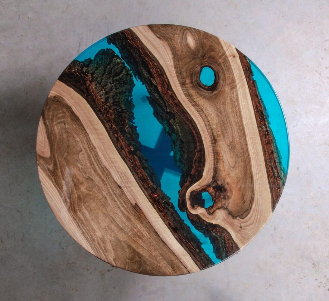 kolorowy drewniano niebieski stół zdrewna iżywicy epoksydowej widok zgóry malita just wood