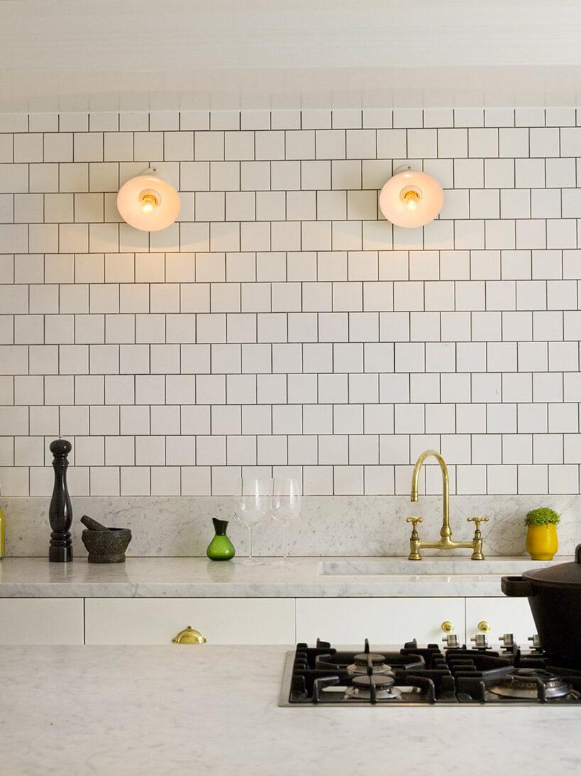 biały marmur wbiałej kuchni