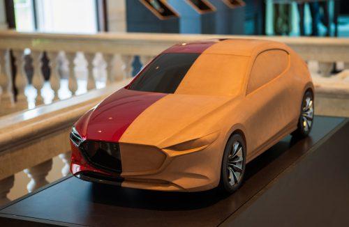 model projektowy z gliny w połowie pomalowany Mazdy 3