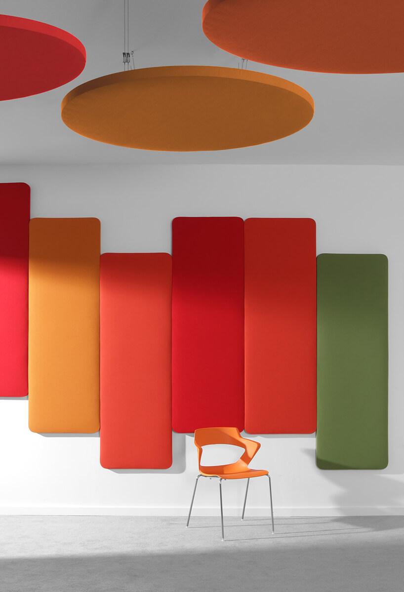 kolorowe panele akustyczne na ścianie od Bejot