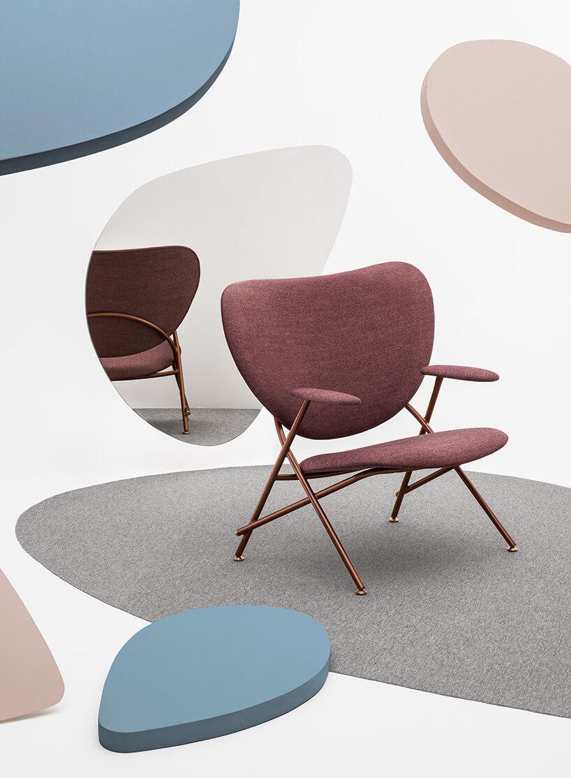 krzesło wkolorze fioletowym otoczone kolorami