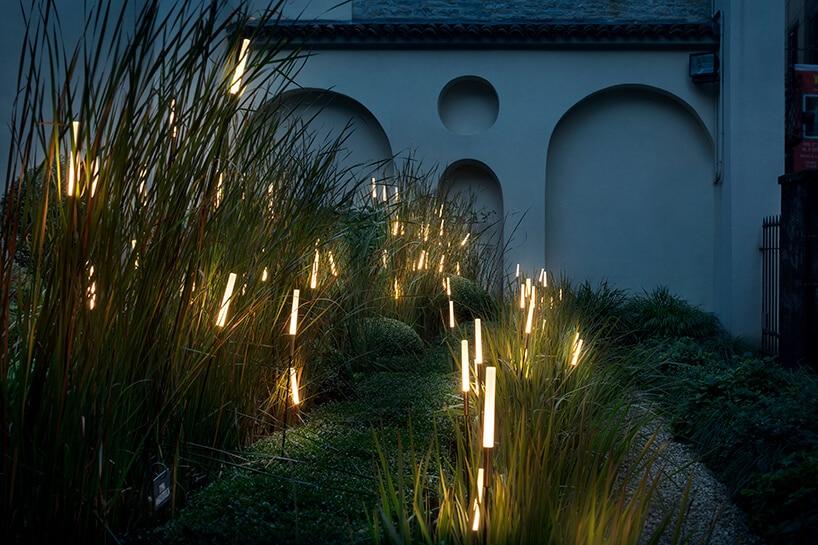 lampy zewnętrzne 12 Catellani & Smith od Mood Design przypominające tatarak