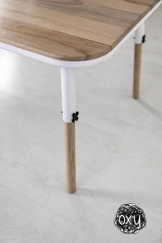 stół dla dzieci zdrewnianym blatem iregulowaną wysokością