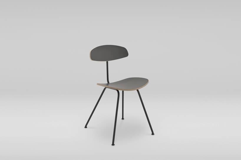 czarne krzesło na szarym tle