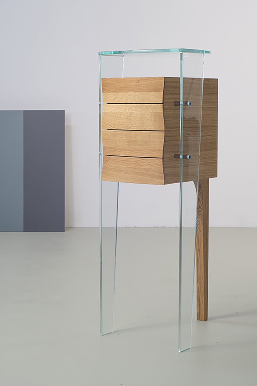 szyfoniera od Bozzetti częściowo drewniana izprzeźroczystego plastiku