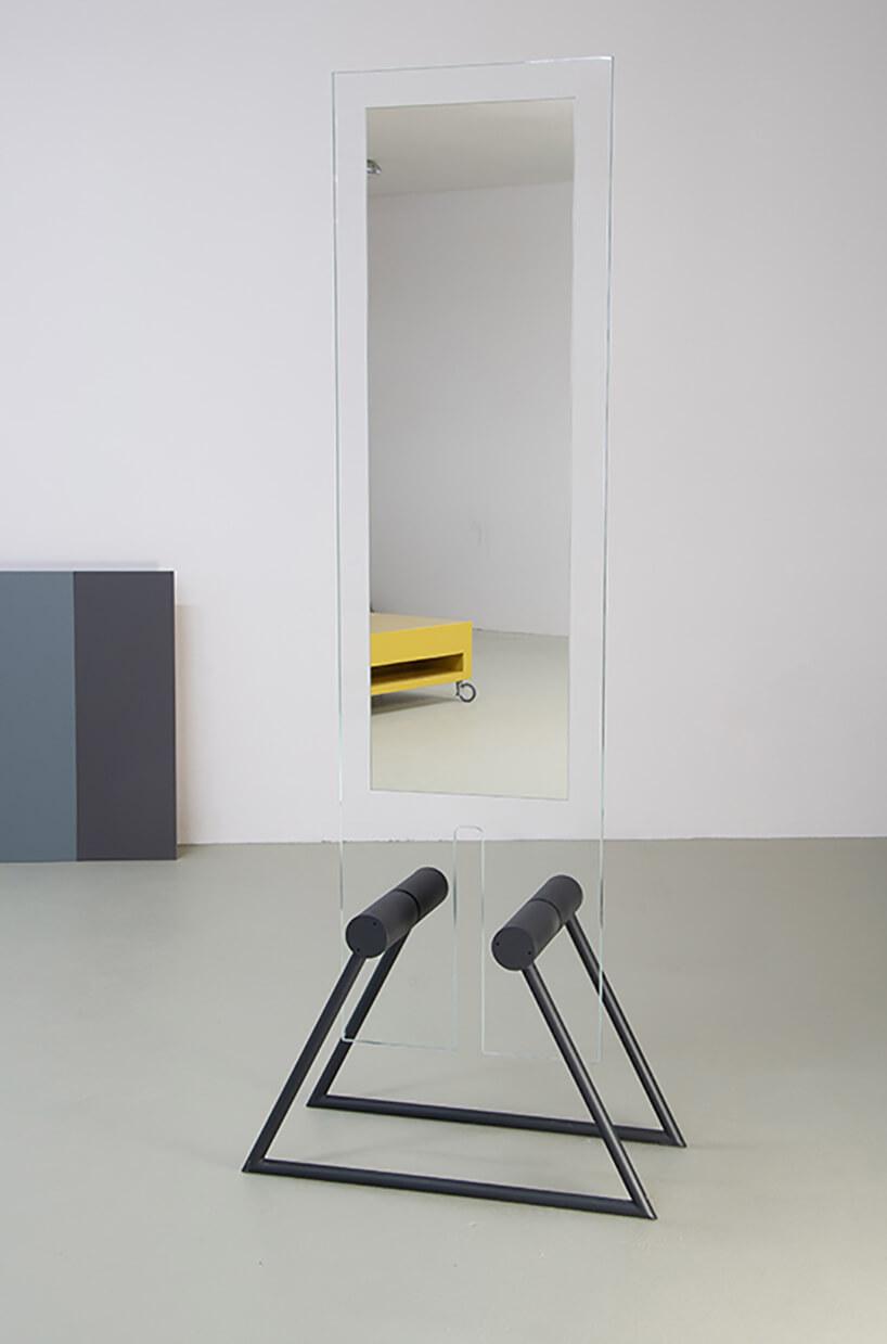 wyjątkowe lustro Tremo od Bozzetti na metalowych ciemnych nogach