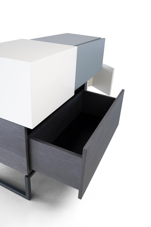 Kredens Blokki od Bozzetti zotwartą szufladą