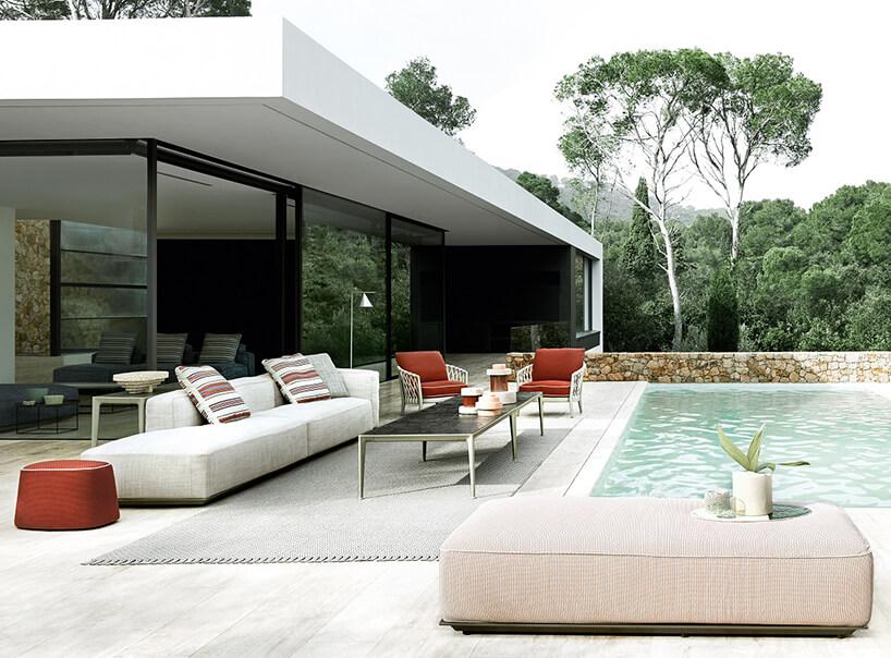 szary zestaw mebli ogrodowych Hybrid od B&B Italia na kamiennym tarasie przy basenie