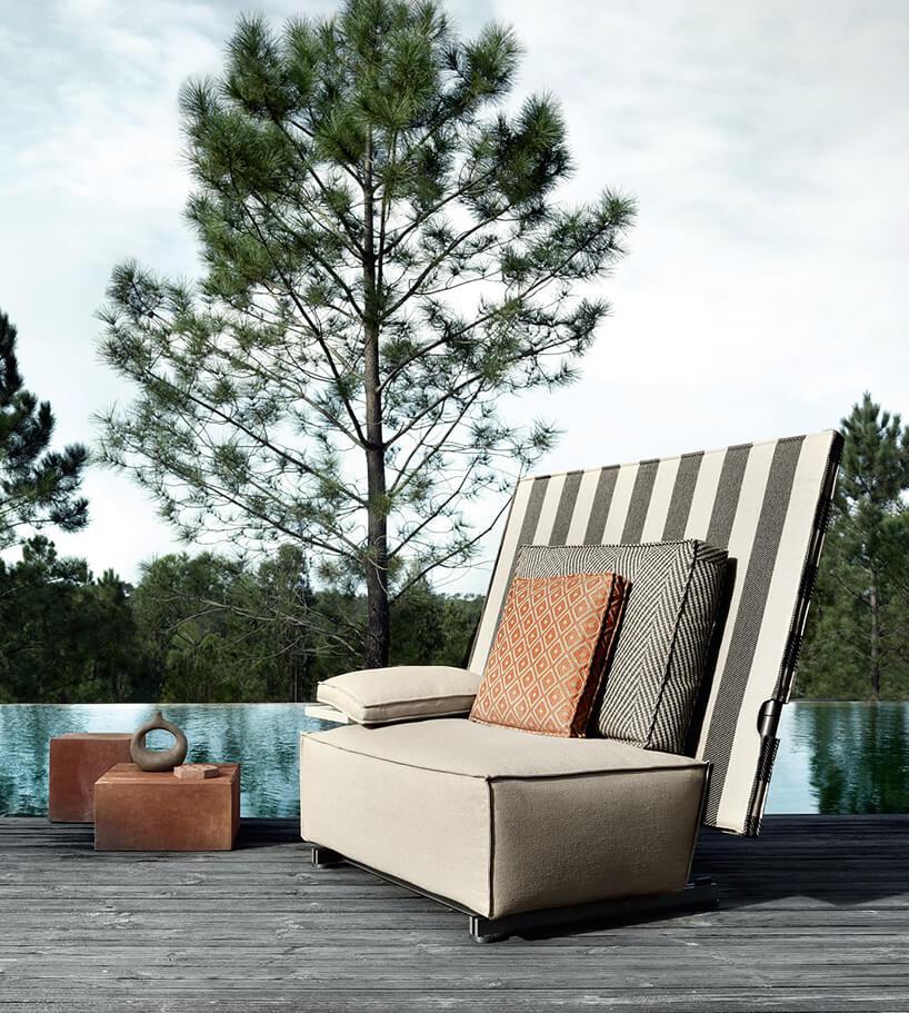 siedzisko Oh, it rains! projektu Philippe Starcka na drewnianym tarasie nad taflą basenu bez krawędzi