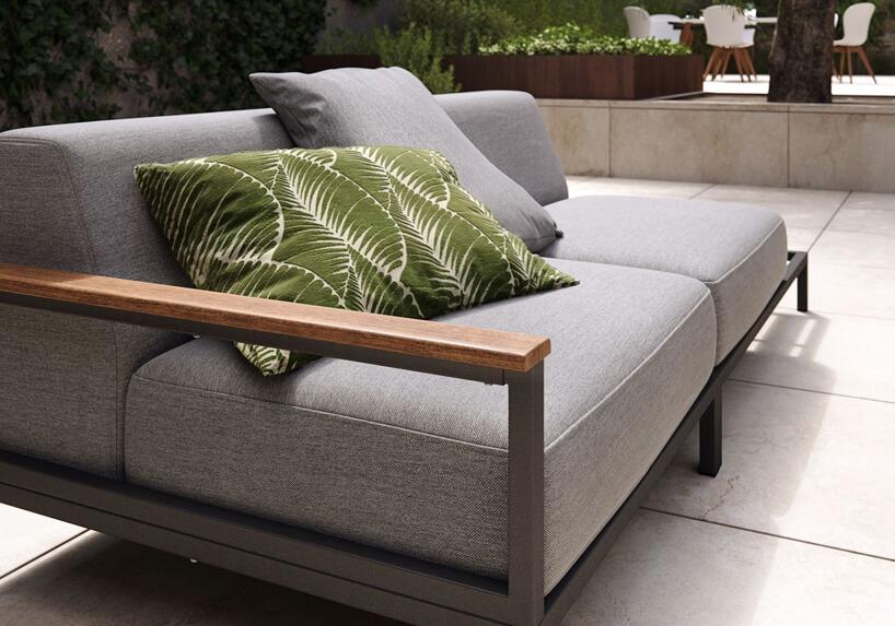 szara sofa ogrodowa od BoConcept