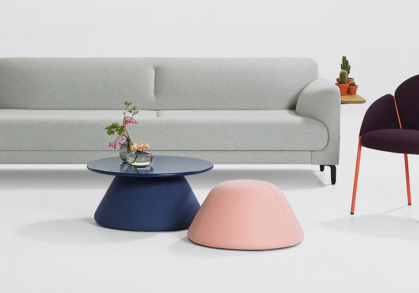 szara kanapa ifioletowy fotel