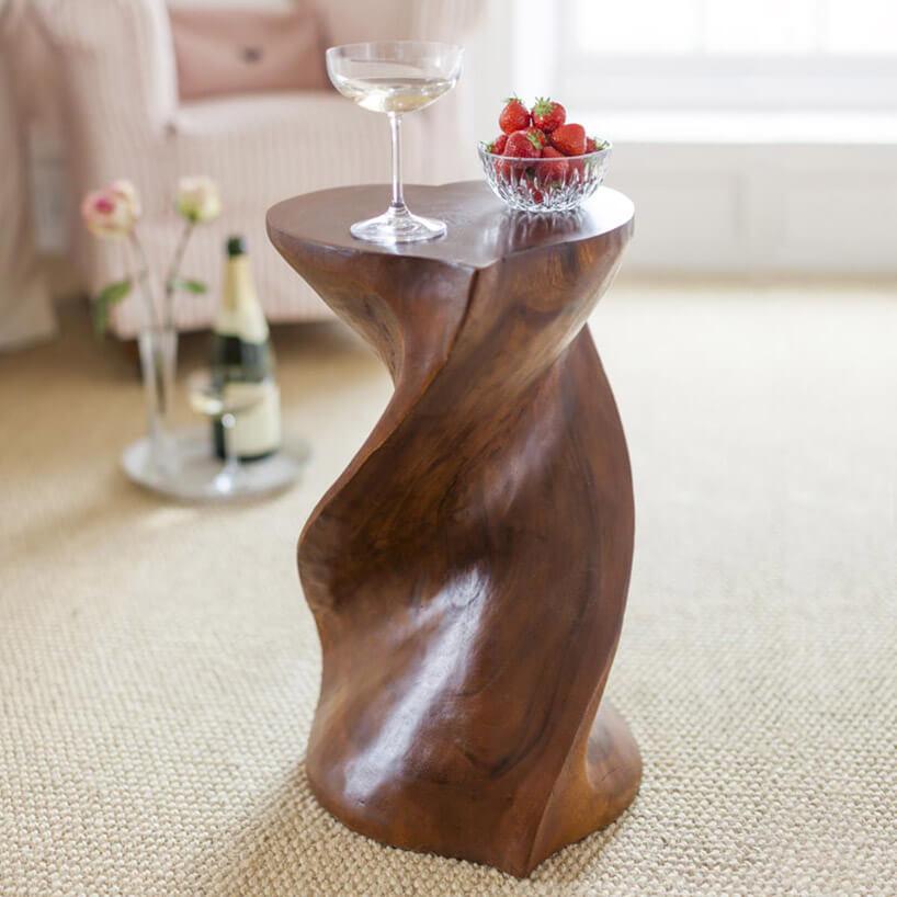 drewniany stolik oprzekroju serca