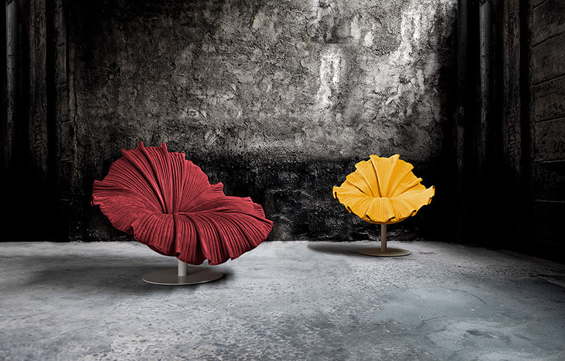 dwa fotele wformie kwiatu