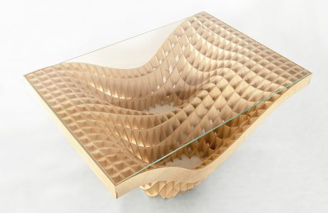 stół z podstawą ze połączonych cienkich deseczek