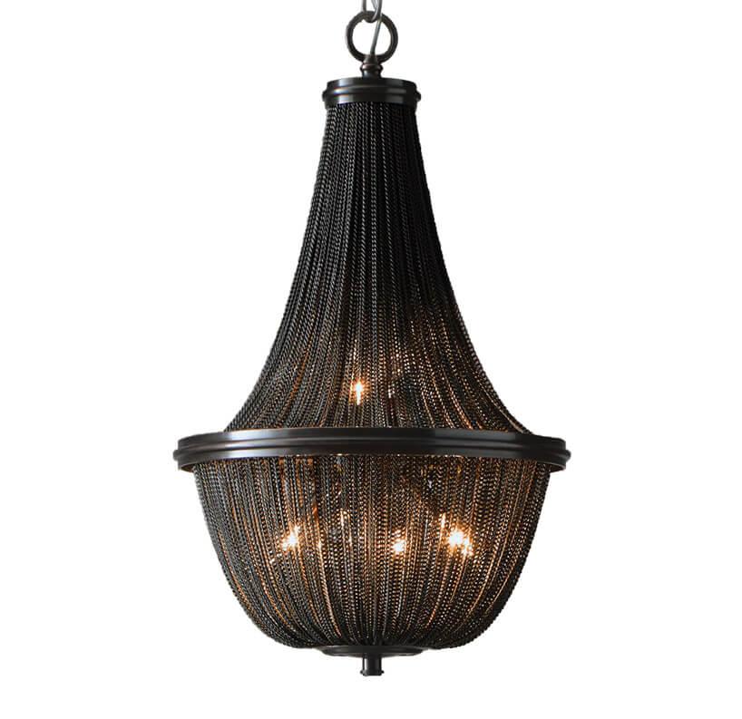 czarna metalowa lampa zmetalowych łańcuszków