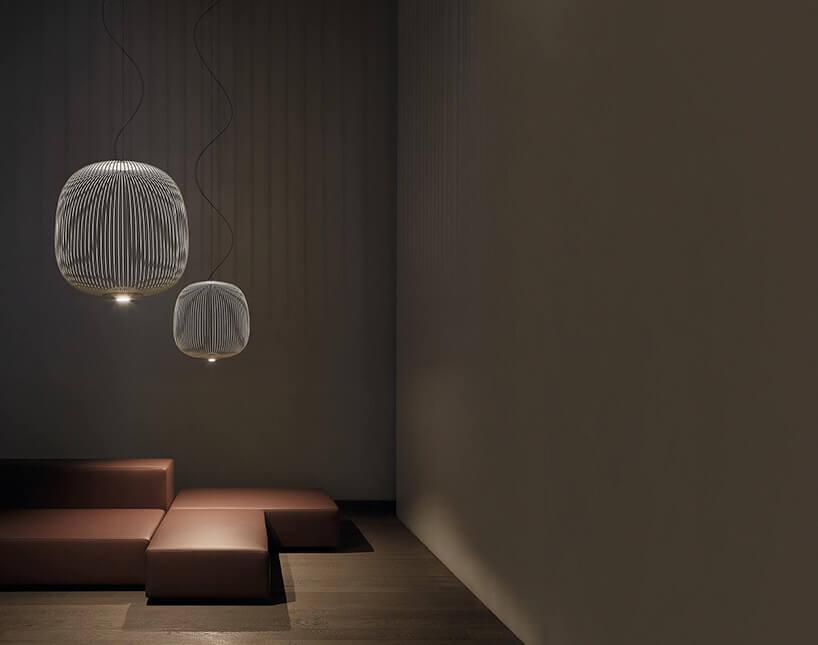brązowa wnętrze zprostym siedziskiem i2 lampami