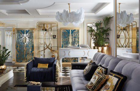 ekskluzywne wnętrze salonu ze złotymi zdobieniami z lampą z piór z dużą białą sofą