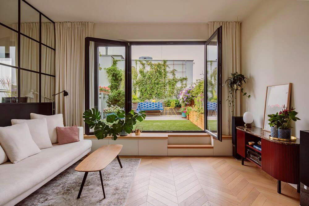 Pośród faktur ikolorów: 90-metrowe mieszkanie na Wilanowie