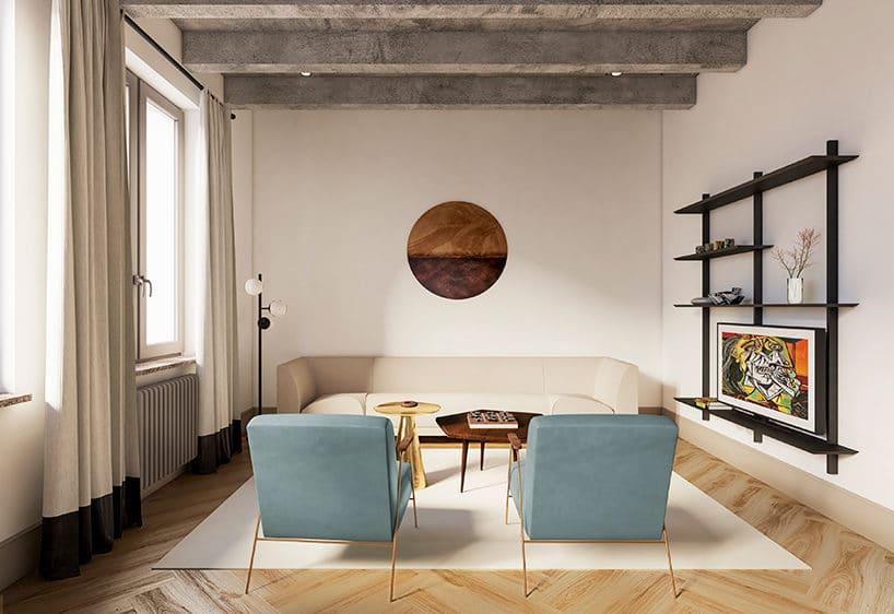 jasny salon zbeżową sofą jako tło dla dwóch jasno niebieskich foteli