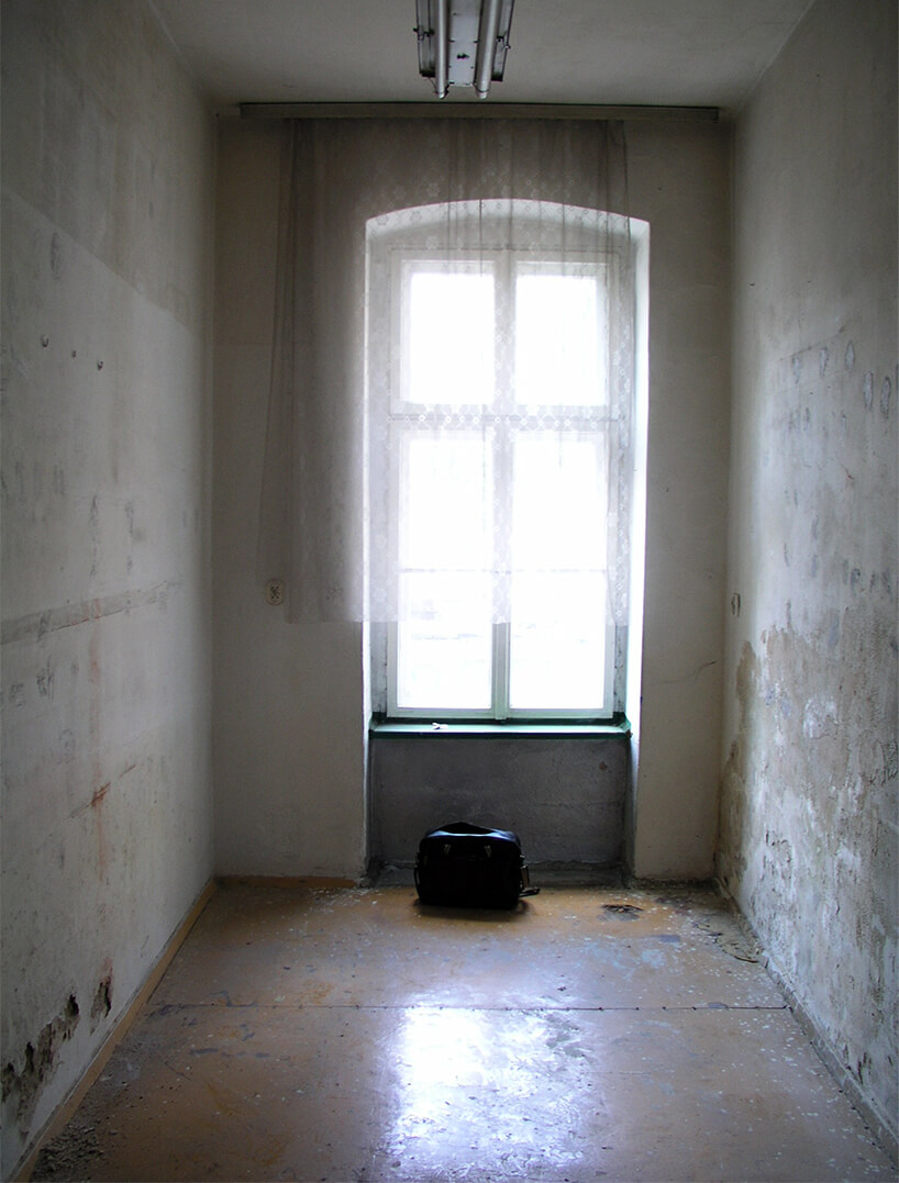 widok pokoju przed wykończeniem mikromieszkanie 13 mkw projektu Szymona Hanczara