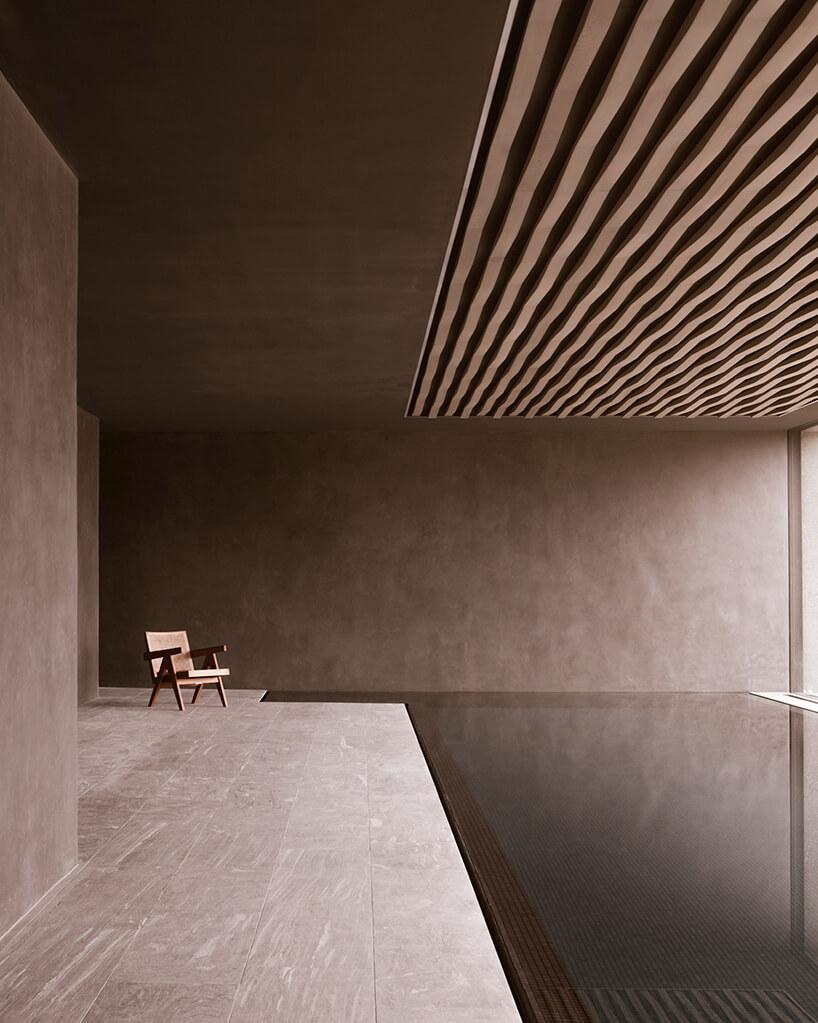 styl minimalistyczny duże wnętrze wykończone kamieniem idrewnem