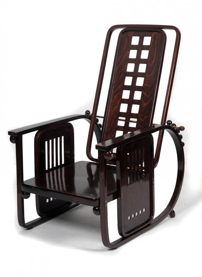 brązowe modernistyczne krzesło przodem