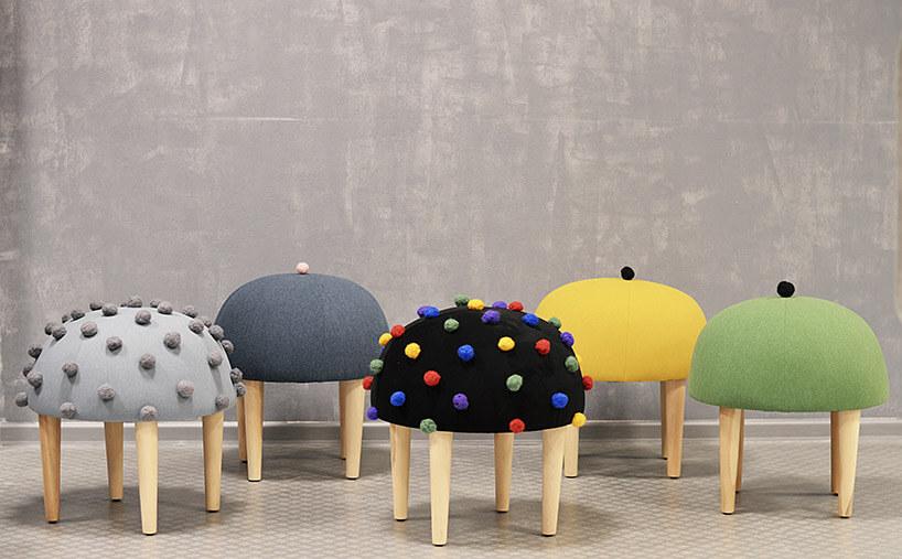 stołki zsiedziskami na wzór beretów