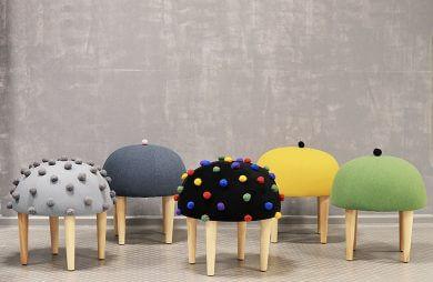 pięć stołków z nietypowymi siedziskami