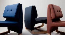 trzy małe różnokolorowe fotele buajane