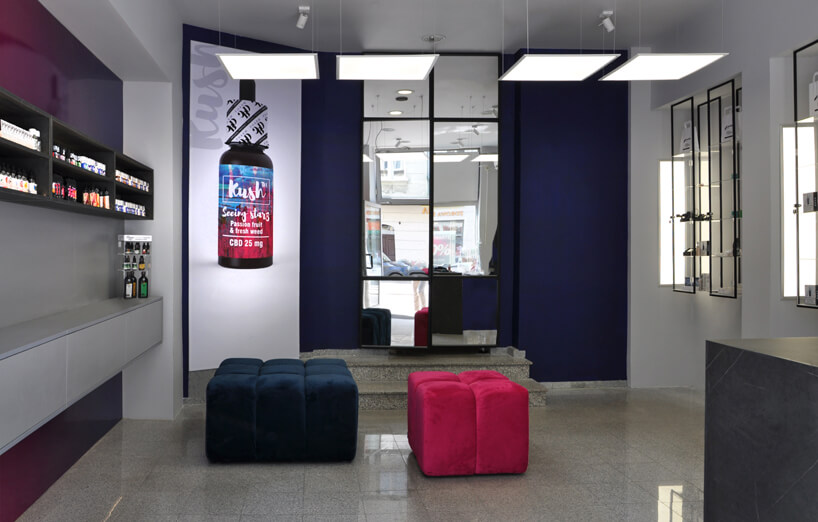 realizacja wnętrza sklepu wszarościach zfioletowymi iróżowymi akcentami