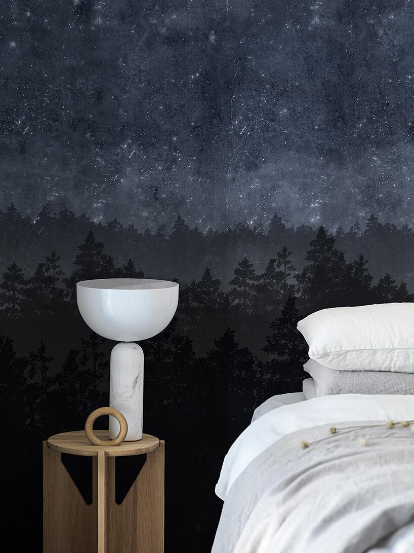 elegancka tapeta Nordic Night las nocą wsypialni