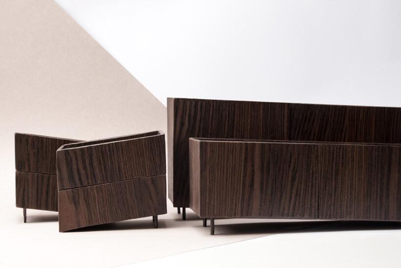 dwie brązowe szafki ikomody zkolekcji Tilt Natalii Wieteski
