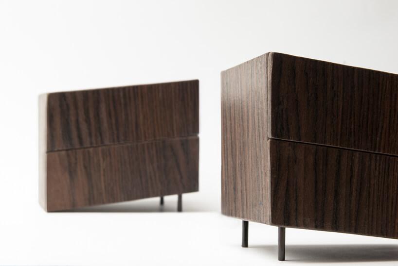 dwie brązowe szafki zbliska zkolekcji Tilt Natalii Wieteski