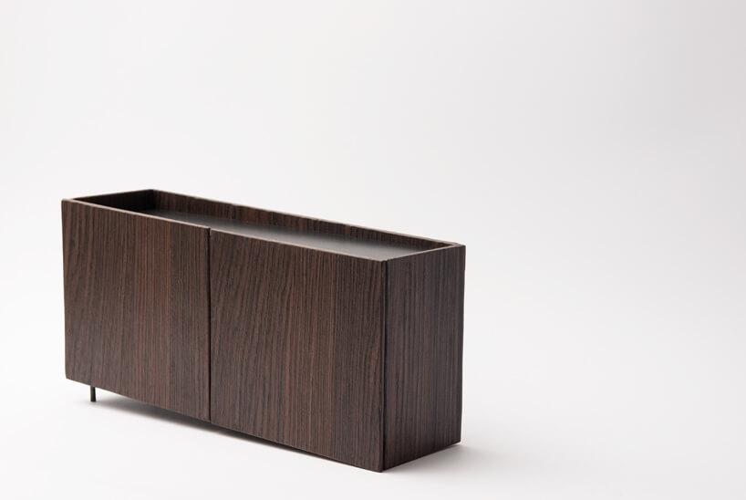 niska brązowa szafka zszufladami zkolekcji Tilt Natalii Wieteski