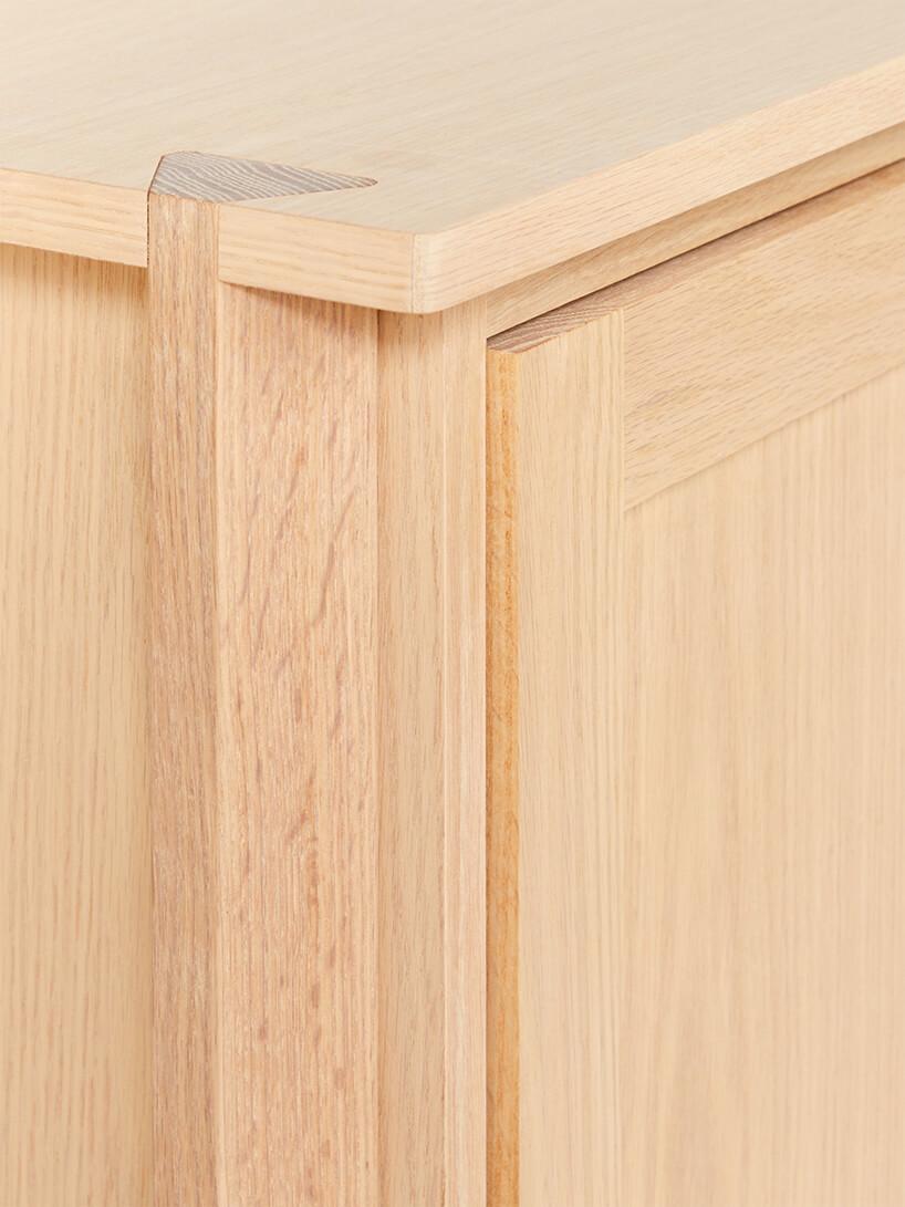 detale szafki Dovetail zniepomalowanego jasnego drewna