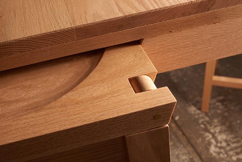detale drewnianego stołu Rubra