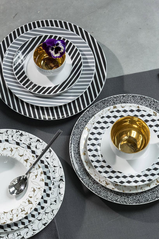 biało-czarne wzorzyste talerze