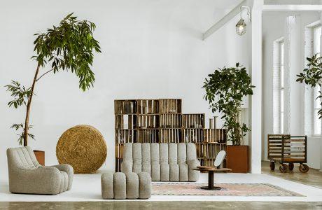 szara sofa pufa i fotel z kolekcji Wadi od Nobonobo projektu Tomka Rygalika w aranżacji jasnego salonu