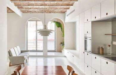 Nowa definicja minimalizmu: apartament z historią w Barcelonie
