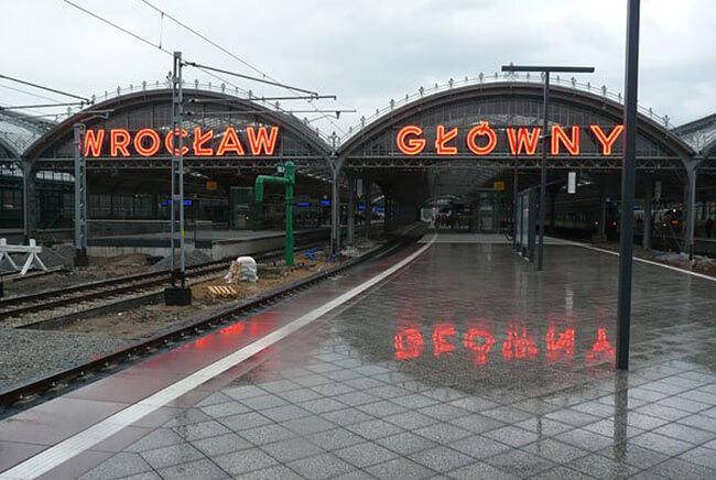 neon Wrocław Główny